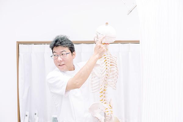 トントン骨調整法の特徴は?全身の骨をきちんと調整して症状の再発を防ぎます